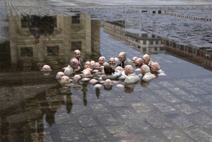 politicans-discussing-global-warming-sculpture-by-issac-cordal-berlin